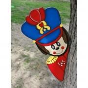 Soldado de Chumbo Escondido atrás da Árvore
