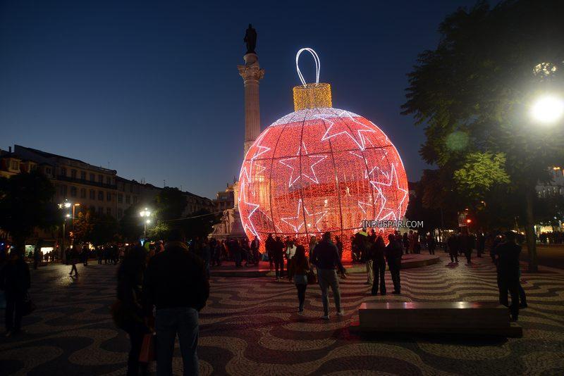 Bola de Natal Decorativa Gigante em Led Europeia - tamanho 20 metros