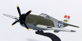 """Johnny Lightning - Military Muscle - REPUBLIC P-47D THUNDERBOL """"RASORBACK"""" e NORTH AMERICAN P-51D MUSTANG  - Hobby Lobby CollectorStore"""