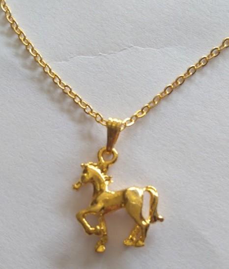 Colar cavalo trotando dourado