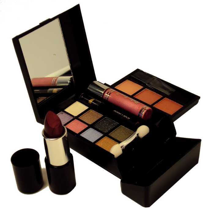 Conjunto Kit de Maquiagem com Blush, Sombra, Baton, Brilho para Lábios Gloss, Lápis para Olhos - Ruby Rose - HB-711