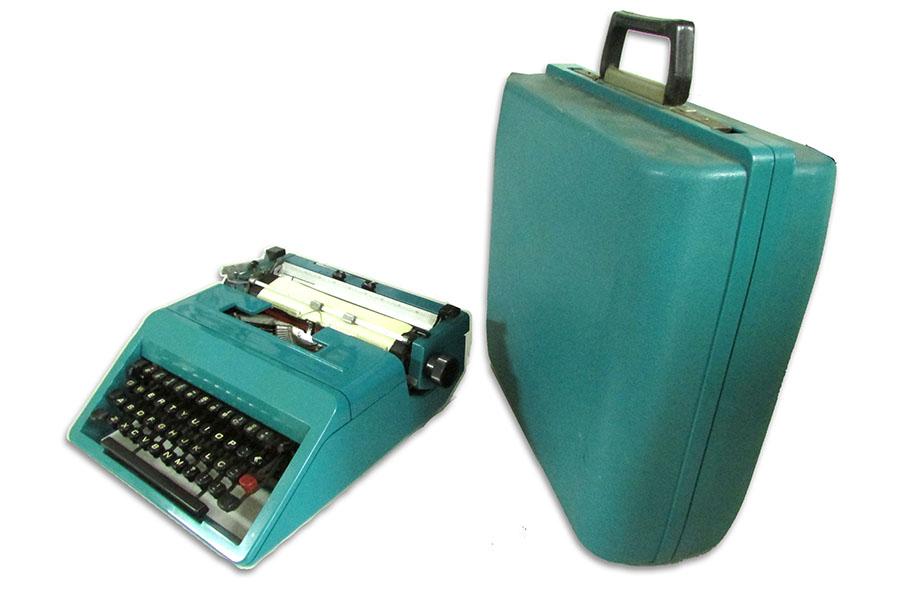 Maquina de escrever antiga Olivetti Studio 45