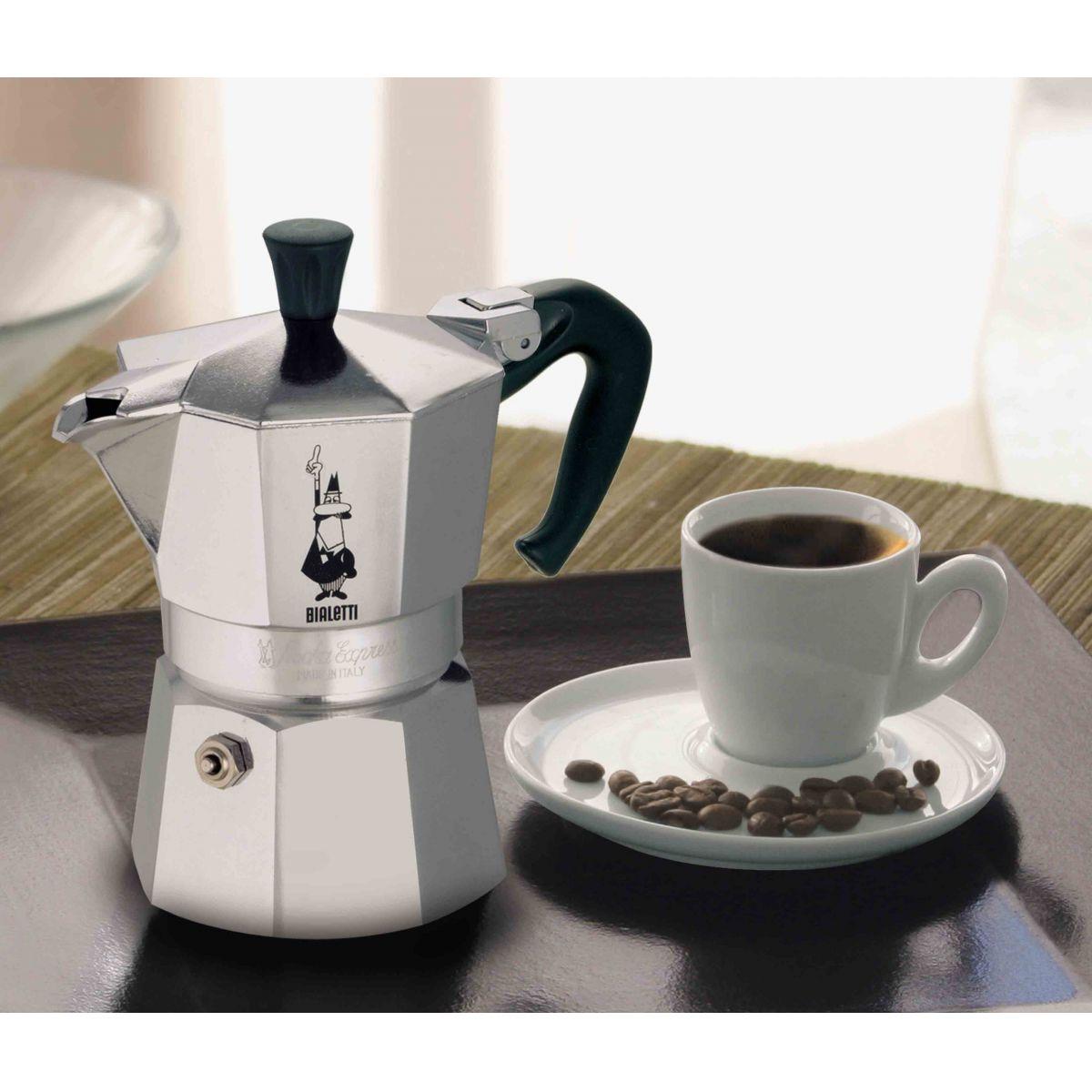 Cafeteira Bialetti Nuova Moka Express 6 Xícaras produz café tipo expresso em minutos