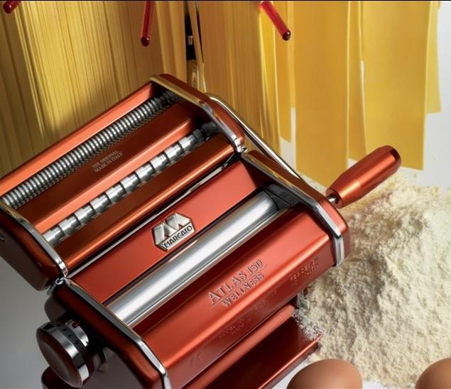 Máquina de Macarrão Marcato Atlas 150 para 3 tipos de massas vermelho