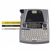 Rotulador Eletr�nico Brother PT-1880 - Impress�o 180 dpi, Velocidade de Impress�o: 10mm/seg, Teclado Qwerty