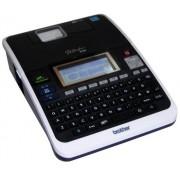 Rotulador Eletrônico Brother PT-2730 - Impressão 180 dpi, Velocidade de Impressão: 20mm/seg, Teclado ABCD, 9 Estilos