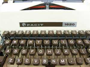 Máquina de escrever Facit 1620 Sueca Reformada com 3 meses de garantia