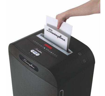 Fragmentadora de Papel Swingline DM12-13 - Corta até 12 fls em Micro Partículas N5, CD/ DVD/ Cartão/ Clipes/ Grampos, Cesto: 50L, Fenda: 229mm, Funcionamento: Contínuo
