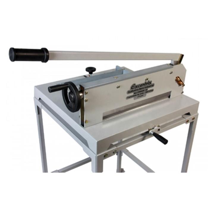Guilhotina Semi Industrial Excentrix Standard 430 - dimens�o da base: 620x640x250mm, para 300 folhas de 75g cada, Peso: 50Kg