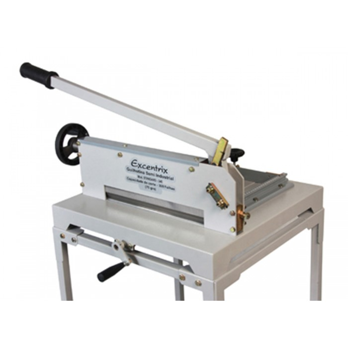 Guilhotina Semi Industrial Excentrix Standard 340 - Dimensão da Base: 530x545x230mm, Capacidade: 300 folhas de 75g cada, Peso: 42Kg. com mesa