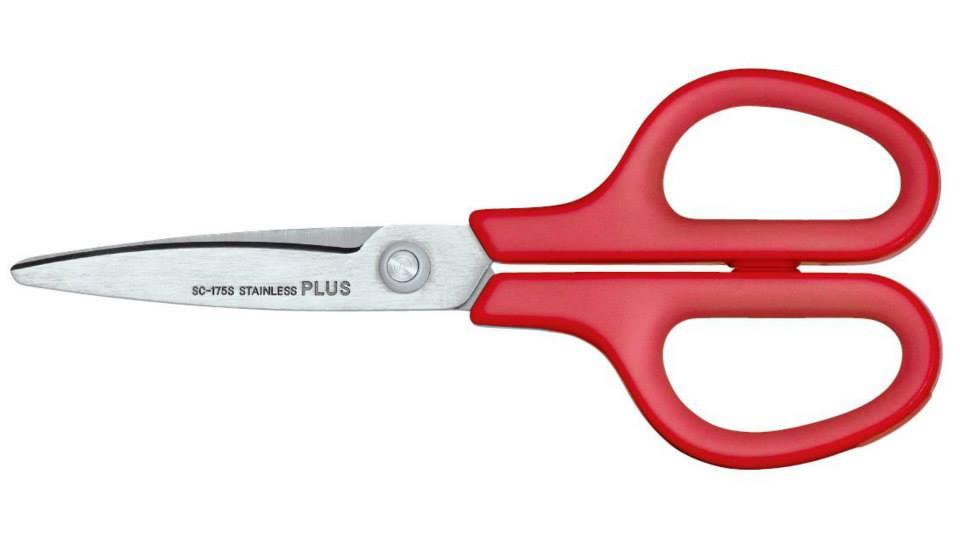 Tesoura Plus Japan PL-SC175S-VM Cabo Vermelho máximo de conforto, laminas curvadas 17,4 cm
