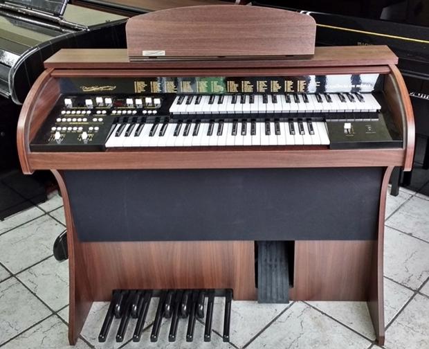 Órgão Eletrônico Acordes Premium com Móvel Compacto
