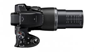 Câmera Digital FujiFilm FinePix S8200 16.2MP, LCD 3.0´´, Zoom Óptico 40X, Foto 3D e Panorâmica + Cartão SD 32GB
