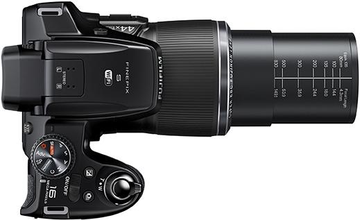 Câmera Digital Fuji FinePix S8400W + SD 8GB + Bolsa - 16MP, Sensor CMOS, Zoom Óptico 44x, Vídeo HD, Tela de 3