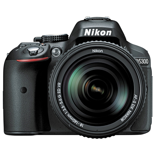 Câmera DSLR Nikon D5300 + Lente 18-140mm + SD 32GB + Bolsa - 24,2MP, Sensor CMOS DX, Vídeo Full HD, D-Lighting, Wi-Fi, GPS, 5 QPS, Tela Rotativa 3´