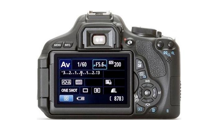 Câmera Digital Canon EOS Rebel T3i 600D + Lente 18-55mm - 18MP, Sensor CMOS, Vídeo Full HD, DIGIC 4, RAW, HDMI, Tela Rotativa 3´