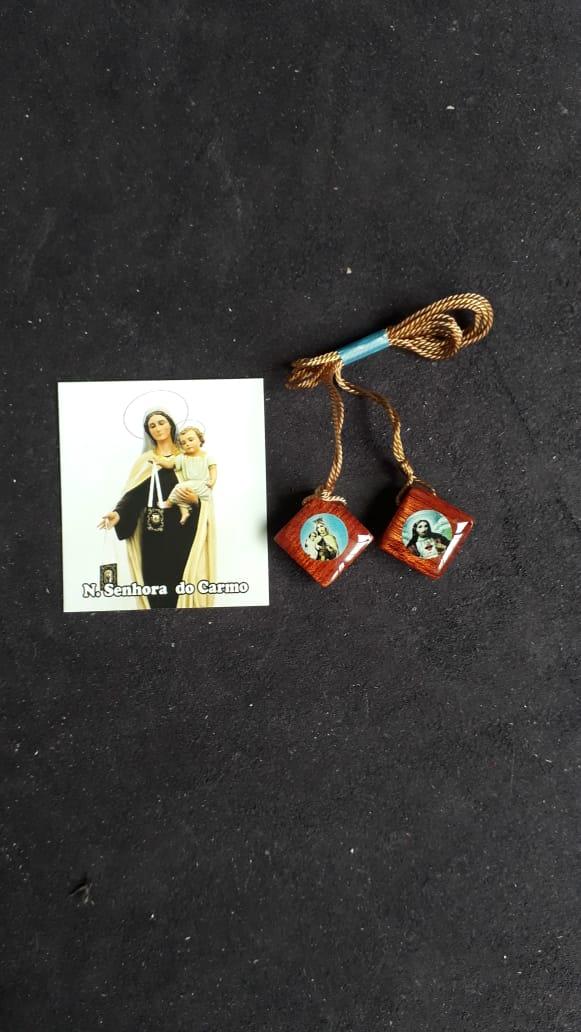 ES13 - Escapulário Madeira Losango 16mm c/ Oração  - VindVedShop - Distribuidora Catolica