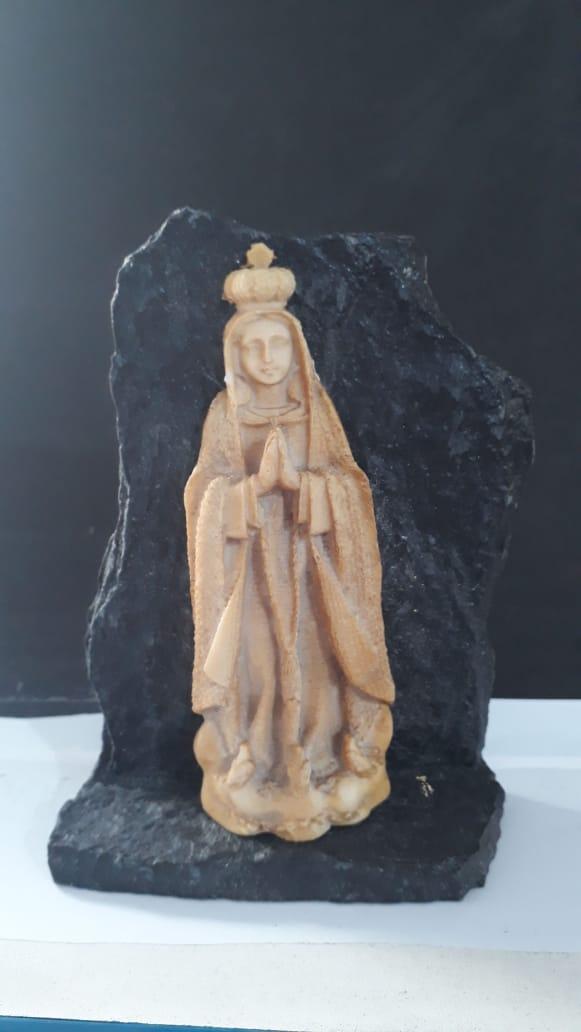 P155 - Nossa Senhora Fatima na Pedra 14cm Resina  - VindVedShop - Distribuidora Catolica