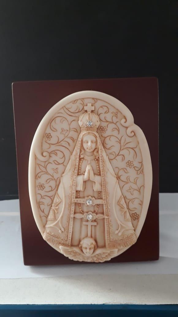 P62 - Nossa Senhora Aparecida 13cm c/ Strass Resina Pedestal  - VindVedShop - Distribuidora Catolica