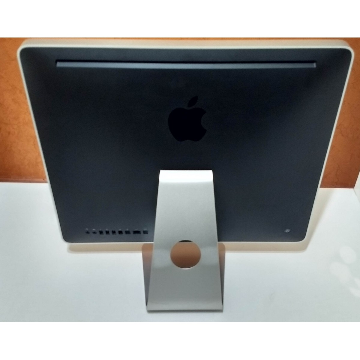 iMac MA876LL/A 20'' Core 2 Duo 2GHz 5GB HD-250GB