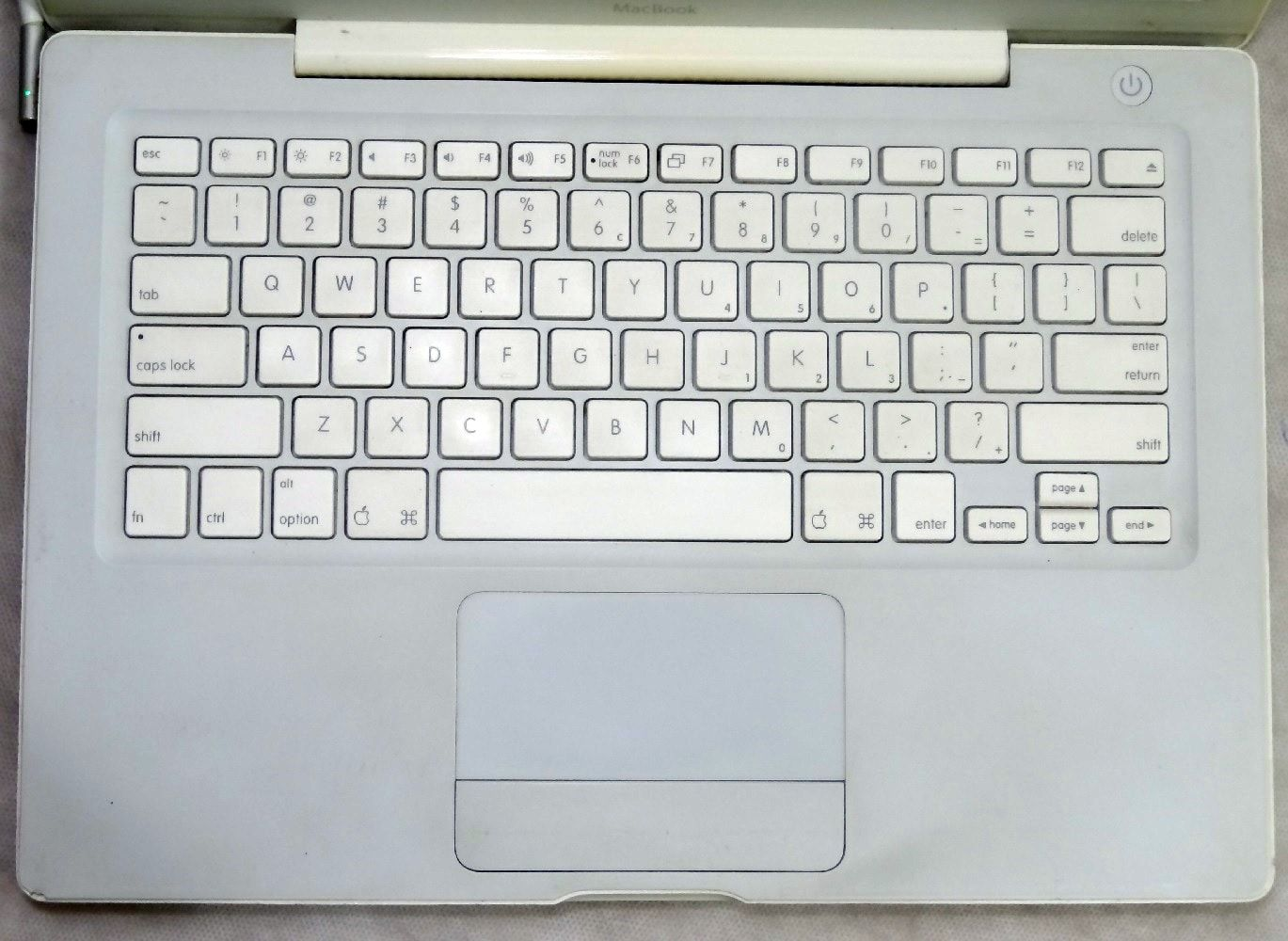 MacBook White MA255LL/A 13.3