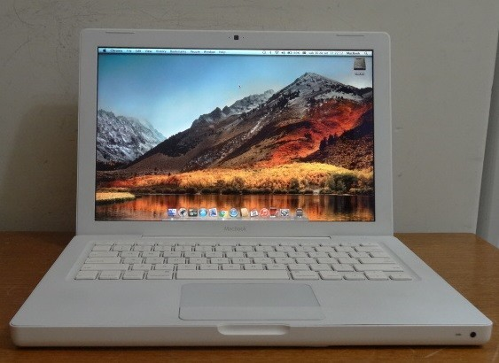 MacBook White MB403LL/A 13.3'' Intel Core 2 DUO 2.4GHz 4GB HD-320GB