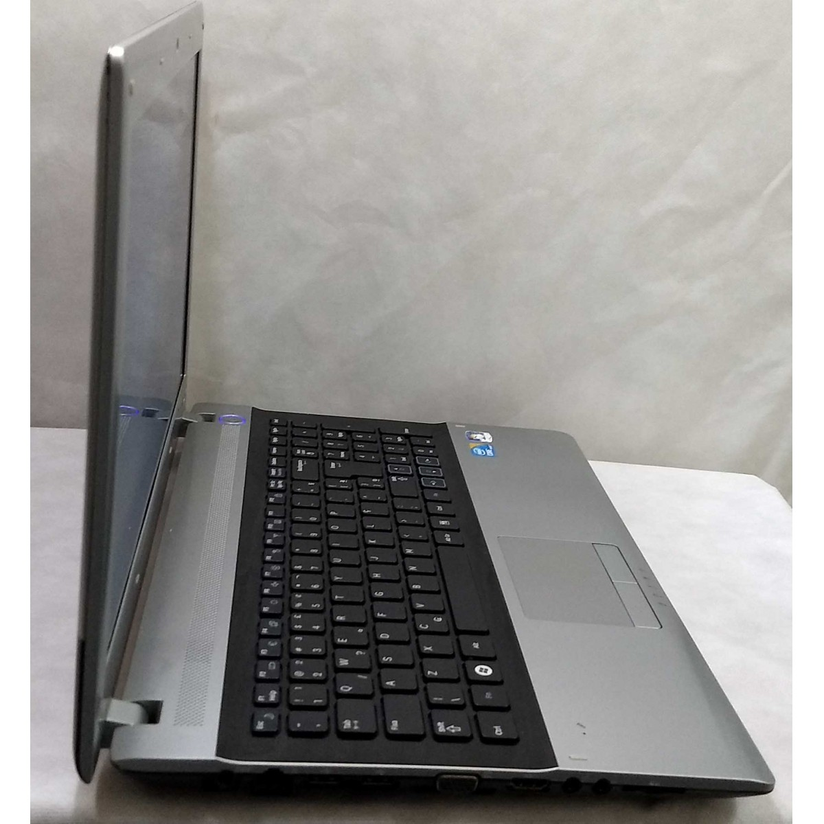 Notebook Samsung NP-RV511-AD1BR Core i3 2.6GHz 4GB HD-320GB + Alphanumérico