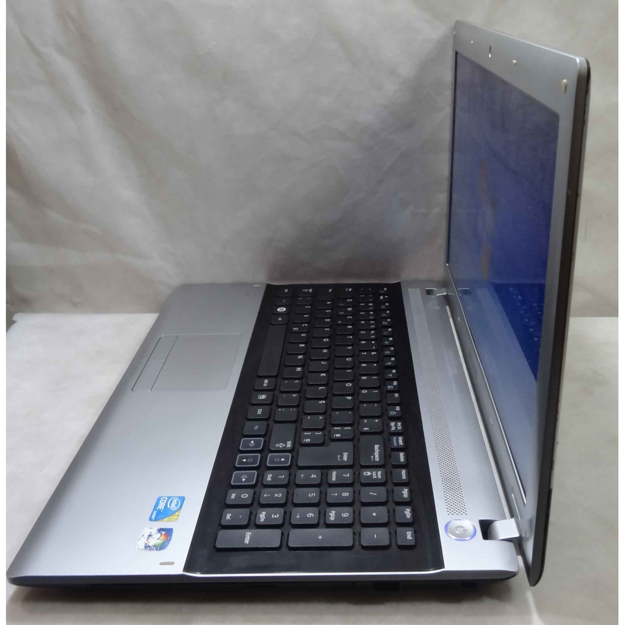 Notebook Samsung RV511 15.6'' Intel Core i3 2.5GHz 4GB HD-320GB + Alphanumérico