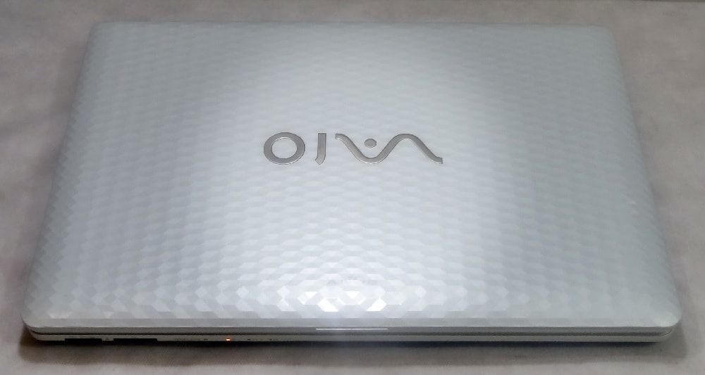 Notebook Sony Vaio VPCEH40EB/W 15.5