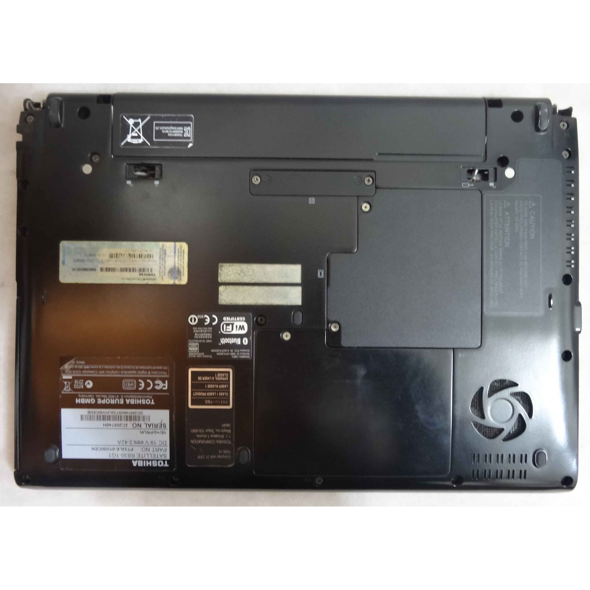 Notebook Toshiba Satellite 13.3'' Intel Core i3 2.3GHz 4GB HD-320GB