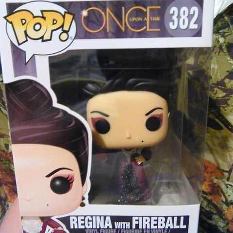 - Funko Pop Regina With Fireball - Série Once Upon A Time