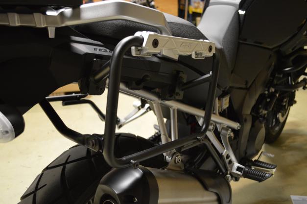 Suporte Lateral PL5103CAM para baú Givi OUTBACK TREKKER - BMW F650/800 gs 08-14 - Consulte-nos  - Nova Suzuki Motos e Acessórios