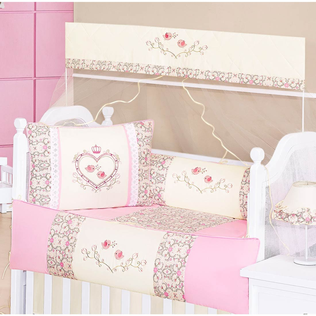 Coleção Completa para Quarto de Bebê Bordado Coleção Coração 18 Peças  - Palha/Rosa