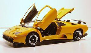 CARRO LAMBORGHINI DIABLO GT AMARELA RÉPLICA MAISTO 1:18 MOTOR MAX  - Mix Eletro