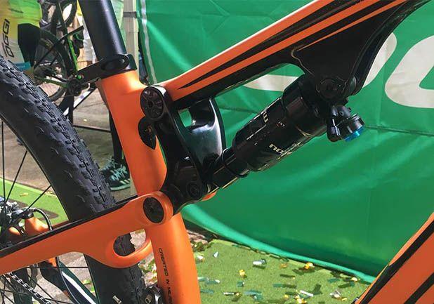 Bicicleta 29 Oggi Cattura Carbon Pro Full Susp Deore Xt 22v