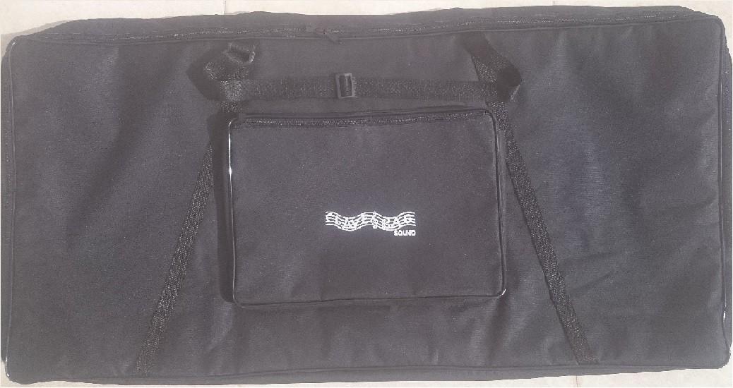 Capa Bag P/ Teclado 5/8 Luxo Yamaha PSR S670, S910 MOTIF XS6, Roland e Outros (102 x 50 x 15 cm) CLAVE & BAG. LU 402-A