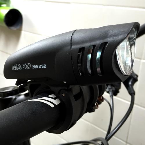 Farol / Luz / Lanterna Dianteiro NiteRider Mako 200 para Bike