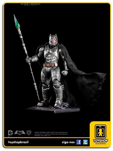Batman v Superman Armored Batman Battle Damaged 1/10 Art Scale Iron Studios