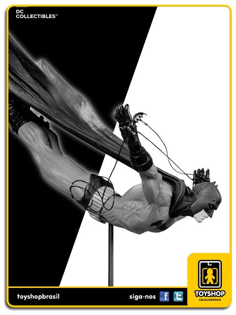 Black and White: Estátua Batman Dick Grayson - DC Collectibles