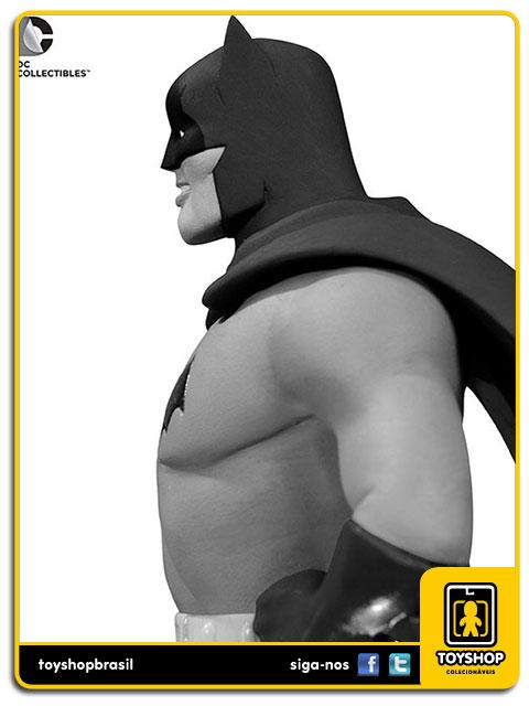 Black and White: Estátua Batman Dick Sprang - DC Collectibles