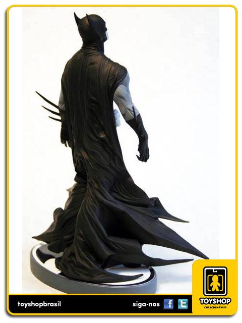 Black and White: Estátua Batman Jae Lee - DC Collectibles