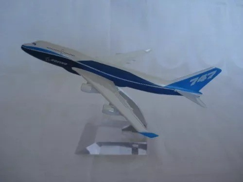 Avião 747 Metal 31x28cm Miniatura Coleção  - José Geraldo Almeida Marques