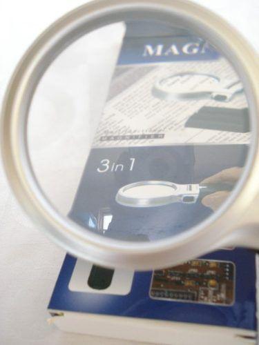 Lupa De Aumento 65mm 3 Em 1 Led Dobrável  - José Geraldo Almeida Marques