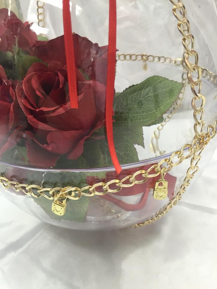 Globo com Buquê Floral Vermelho ou  Rosa ou Amarelo e 50 chaves