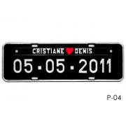 Placa de Carro Personalizada para Casamento - Noivos - Prensada Preta, letras brancas P04