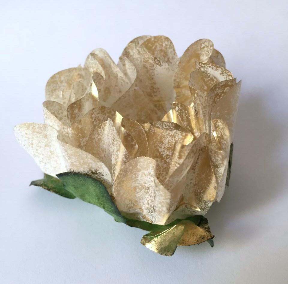 Forminha para Doce- CAIXA COM 40 UNIDADES- Branca e Dourada
