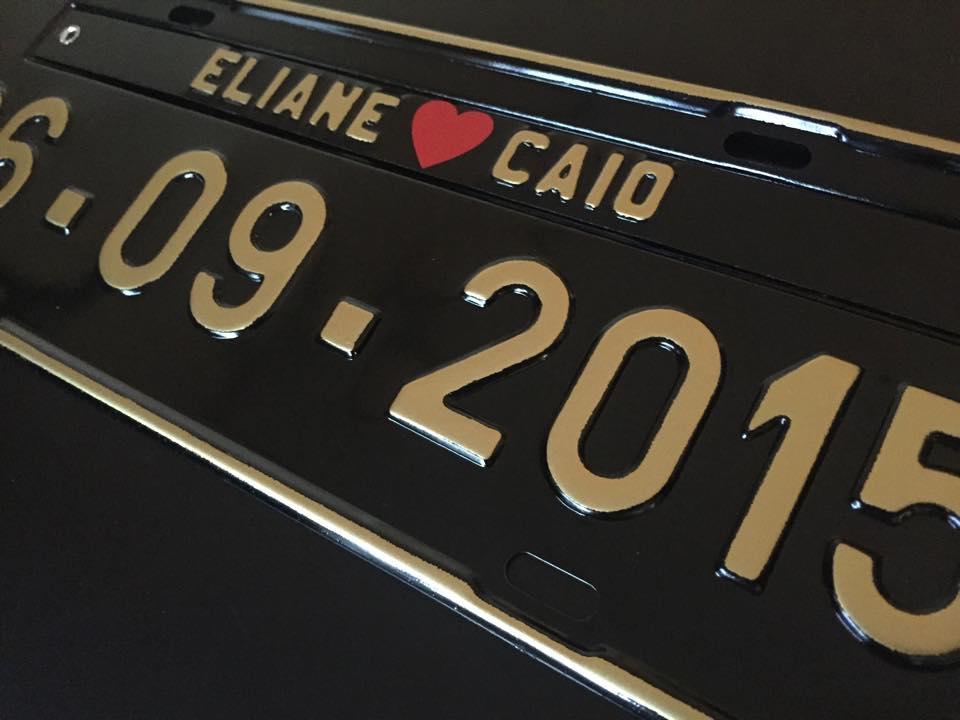 Placa de Carro Personalizada para casamento- Prensada preta, letras douradas