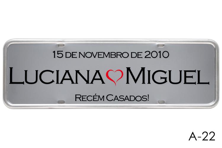 Placa de Carro Personalizada para Casamento - Noivos - Adesivada Cinza A-22