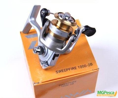 Molinete Daiwa Sweepfire 1000-2B  - MGPesca