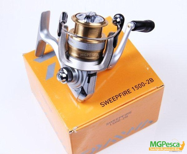 Molinete Daiwa Sweepfire 1500-2B  - MGPesca